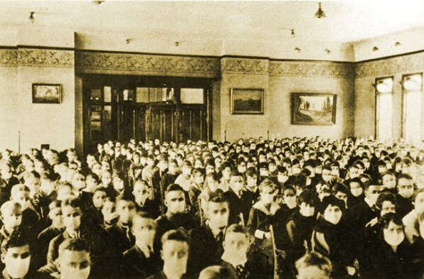 College Hall assembly in 1918 with masks